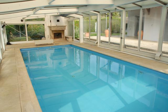 Grande villa avec piscine couverte à Bellevue