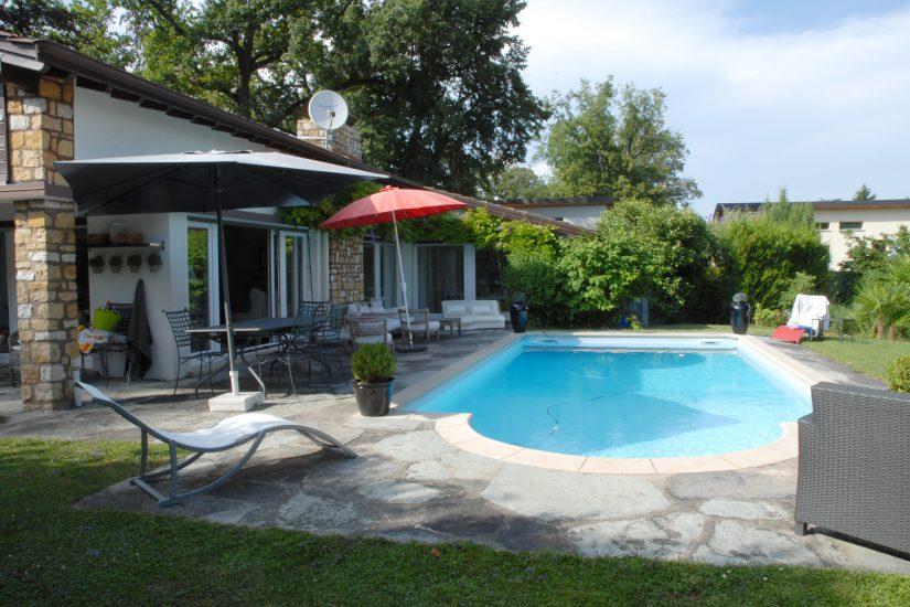 Superbe villa de plain-pied semi-meublée avec piscine à Versoix