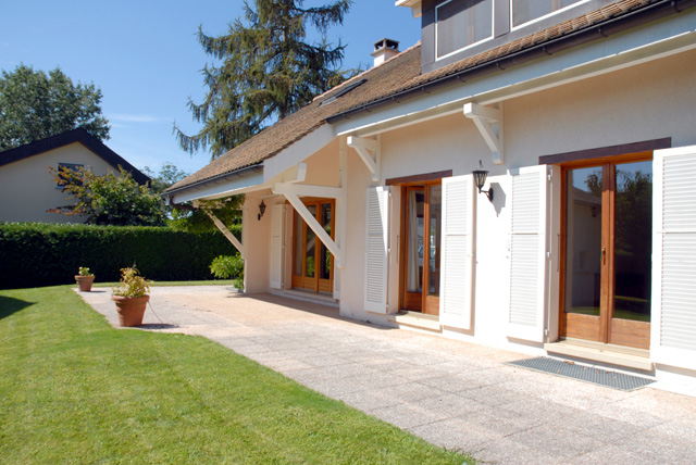 Beautiful single villa and its outbuilding (225sqm) in Chavannes-des-Bois