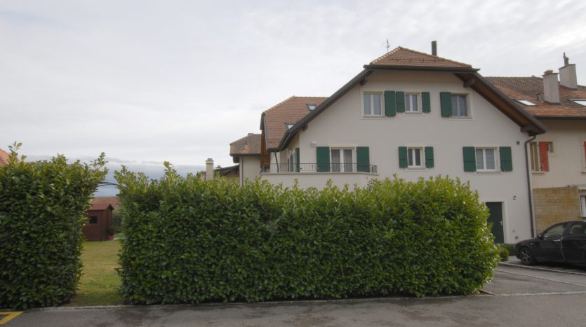 Beautiful 3 bedrooms / 2 baths 2 storey apartment in La Rippe