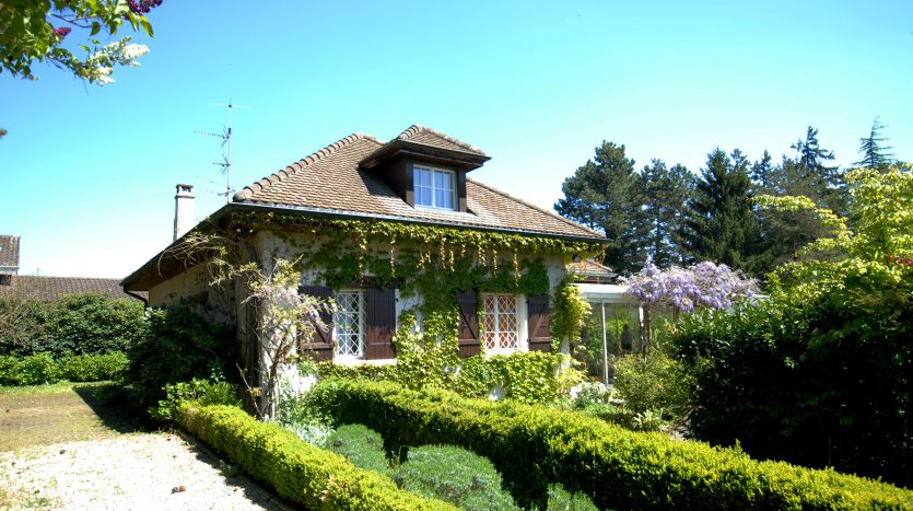 190sqm charming villa with swimming pool in Mies