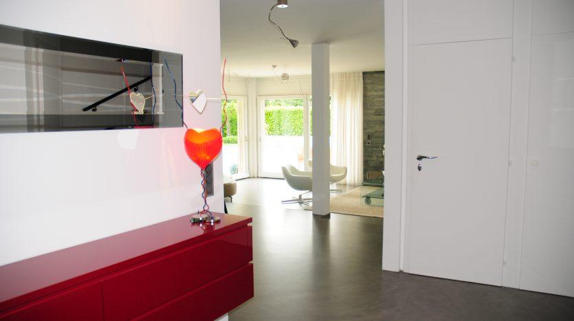 Grande villa jumelle avec piscine de 6.5 pièces+ cuisine+ studio indépendant à Mies