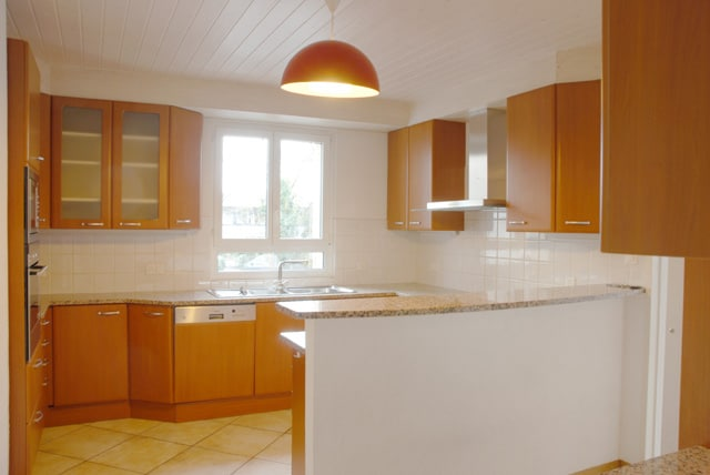 Spacious semi-detached house of approx. 450sqm in Chambésy