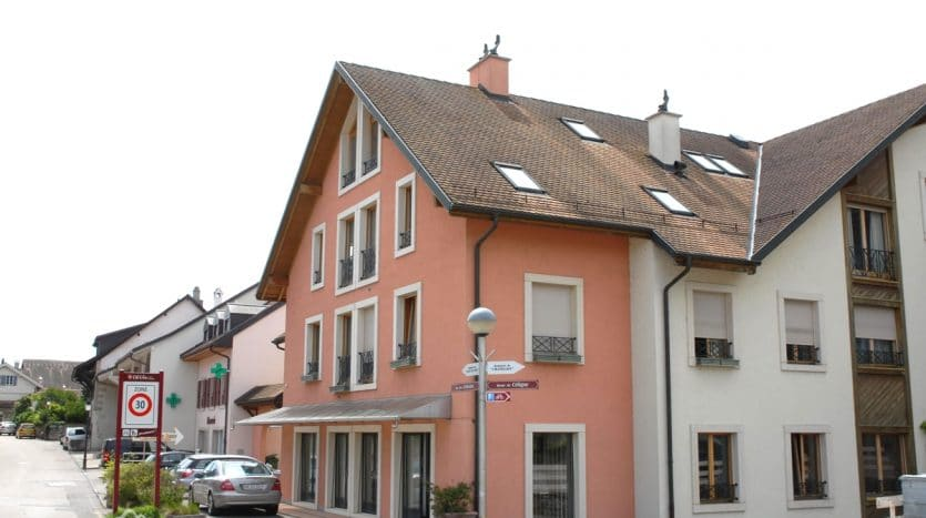 Triplex de 4 pièces + mezzanine au centre du village à Crans-Près-Céligny