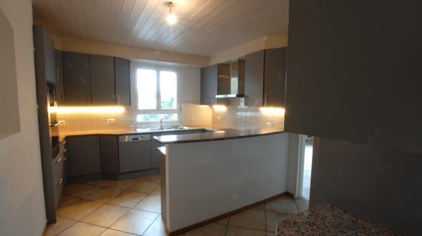 Spacious semi-detached 450sqm house in Chambésy