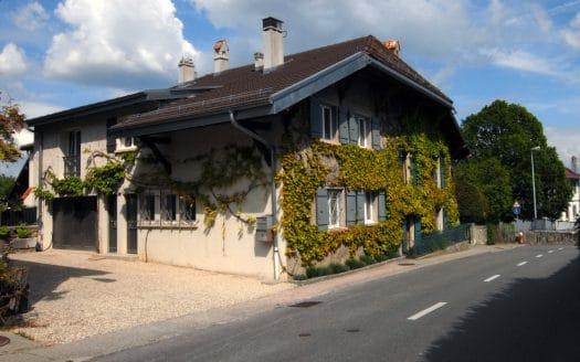 Maison de village rénovée de 5 pièces à Duillier