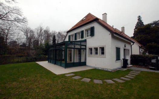 Charmante villa jumelle de 8 pièces d'env. 160m2 à Onex