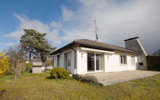 Villa jumelle de 5 pièces avec terrasse et jardin à Veyrier