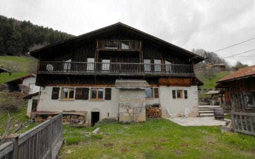 Ferme du 18ème siècle sur parcelle de 1'100m2 à Verchaix (Haute-Savoie