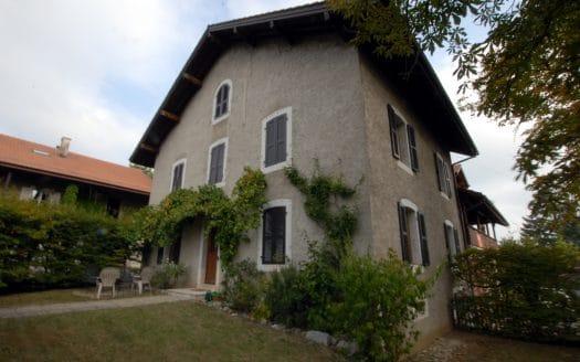 Grande maison individuelle rénovée de 9 pièces d'env. 300m2 à Confignon