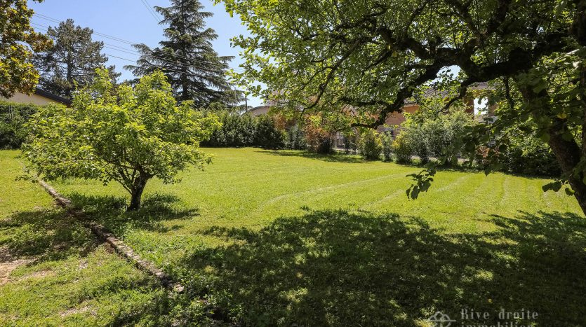 Villa de charme de 7 pièces d'env. 135m2 avec jardin à Chambésy