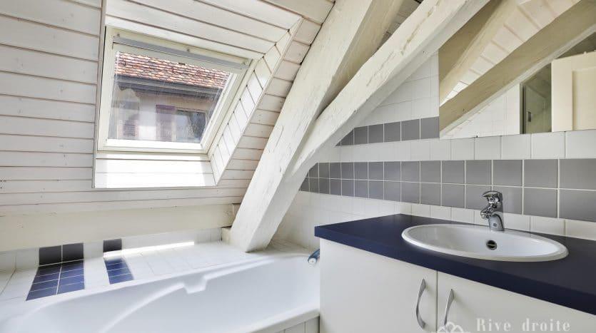 Maison de charme rénovée de 8 pièces + cuisine d'env. 330m2 à Crassier